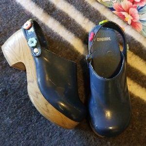 Girls Gymboree size 1 blue patent floral wood clog
